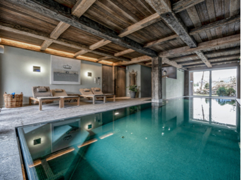 PA Luxusimmobilien RE/MAX - Indoorpool rustikal modern - RE/MAX Premium